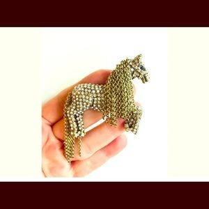 HORSE BROOCH BEAUTIFULLY DONE
